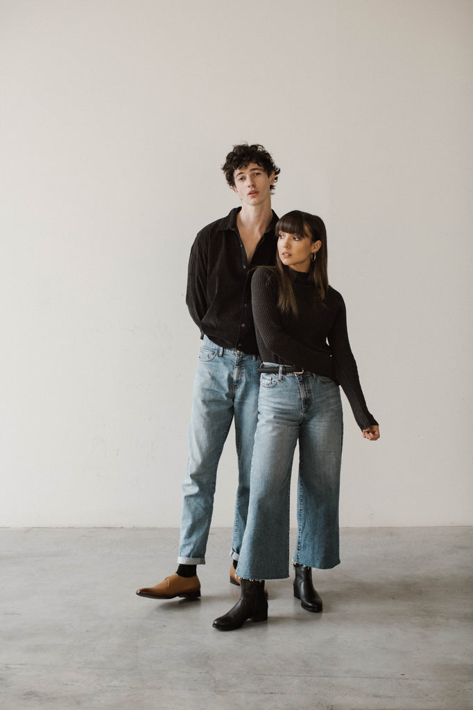 black boots blue jeans outfits