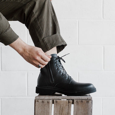 Shop mens vegan boots online. Choose from men's vegan shoes, vegan chelsea boots and vegan lace up boots.