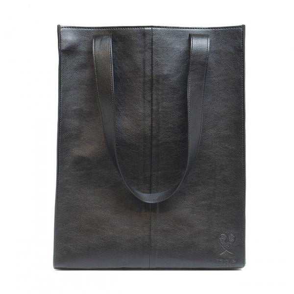 'Noemi' tote bag with small pocket from NAE - black