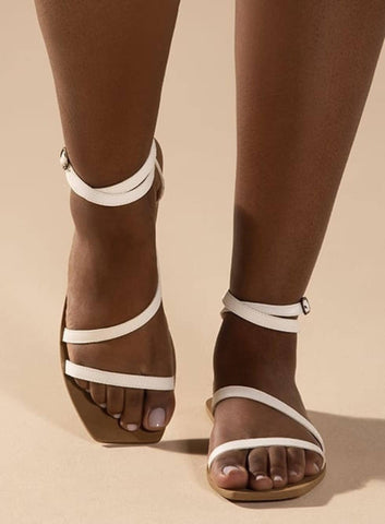 Flat vegan sandal by Arenaria - white