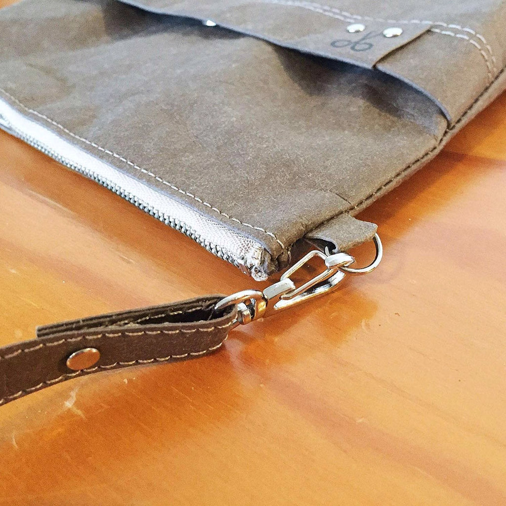 A buckle allows for the shoulder strap to be adjusted to the desired wearing level.