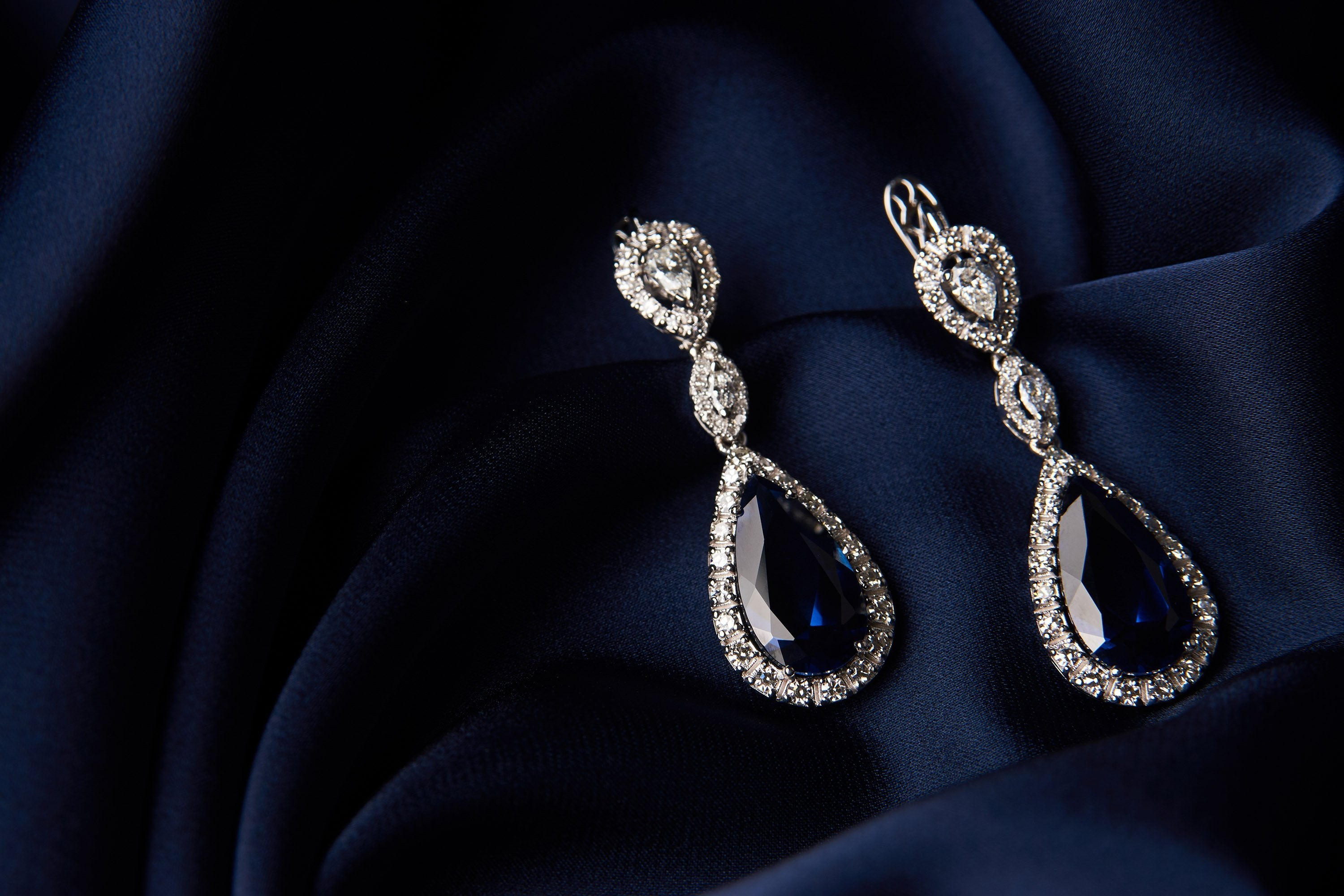 Buy Diamond Earrings for a dazzling affair