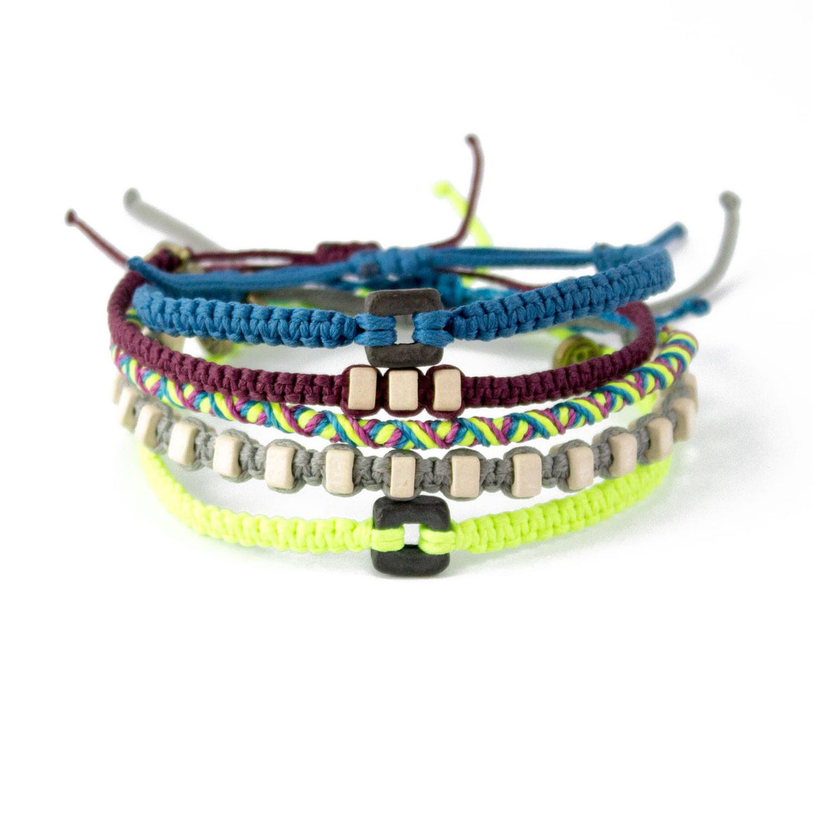 Almendrillo Pack bracelets that give back cover