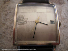 Load image into Gallery viewer, Girard-Perregaux Checkered Golden Dial with Date in Square Case, Manual, 29x29mm