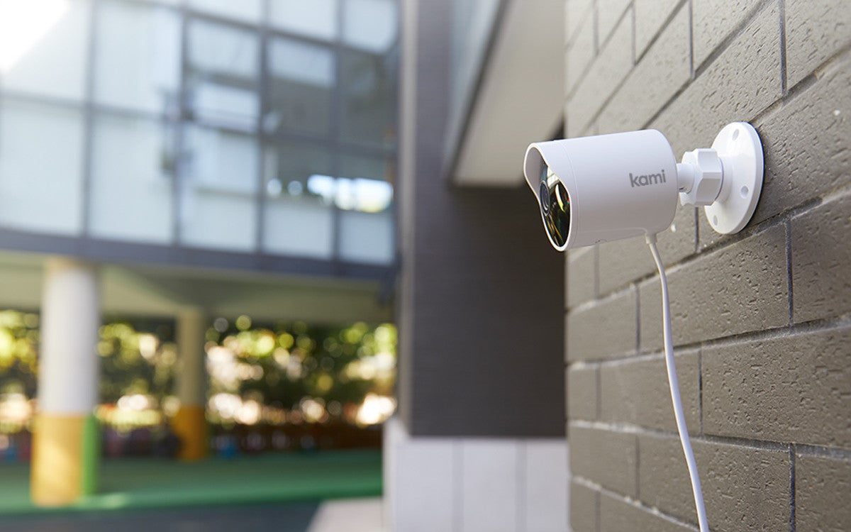 Kami Outdoor Security Camera - fixed on wall - USB Cable