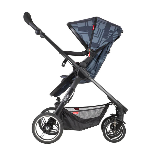 phil&teds mod stroller in noir colour with main seat in parent facing mode 3/4 view_noir