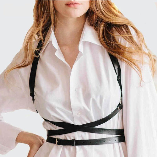 Simple and fashionable women's harness, three straps crossed under the chest attached to two straps.
