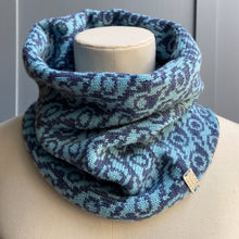 Load image into Gallery viewer, Falkirk cowl merino lambswool olive pearson