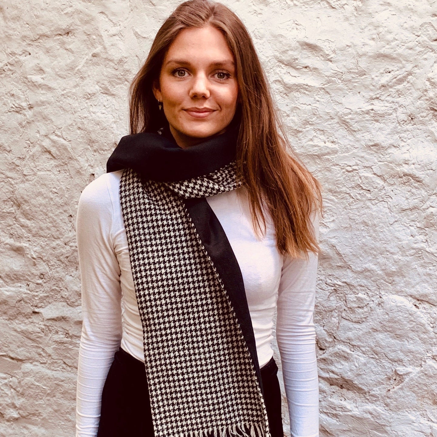 Black and white houndstooth harris tweed scarf