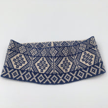 Load image into Gallery viewer, Reversible Fair Isle headband blue and white