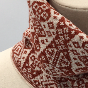 Shetland Cowl red and white