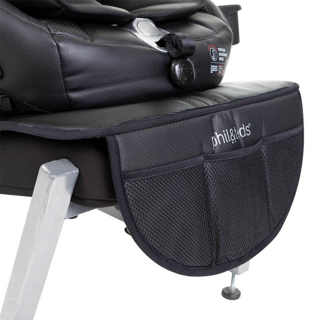phil&teds® vehicle seat mate™ close up of three storage pockets_black