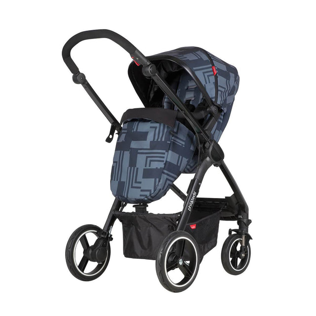 phil&teds mod stroller in noir colour with cosy toe fitted and main seat in parent facing mode 3/4 view_noir