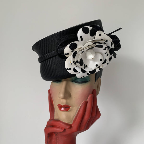Vintage straw hat with Black and white decorative flower For Harrods by Graham Smith made in England