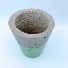 Load image into Gallery viewer, Concrete pot in mint