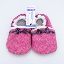 Load image into Gallery viewer, Harris Tweed Baby Shoes - plain pink