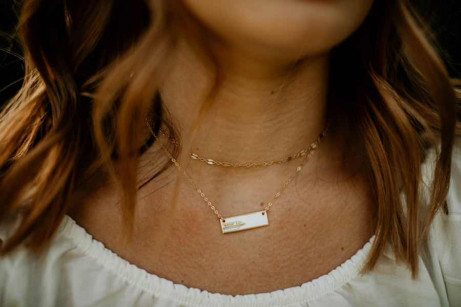 Monorail Bar Necklace (white)