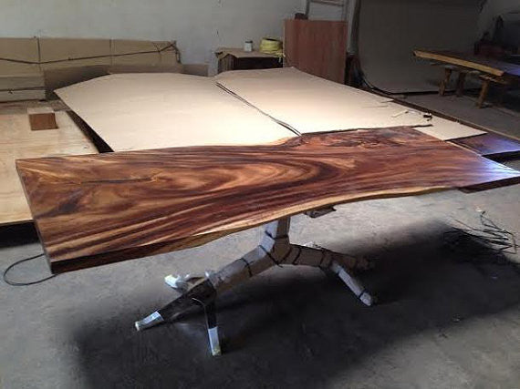 Live Edge Dining Table – Perhaps the Best Looking Dining Table in the World