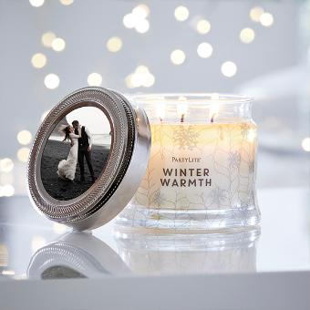 Adorn any 3-Wick Jar Candle with a personal touch with this magnetic photo frame. Designed to fit perfectly atop any 3-Wick Jar's metal lid, pop your favorite photo inside and transform your favorite candle into a chic keepsake.