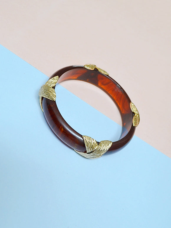 1970s Tortoiseshell lucite & gold tone metal bangle