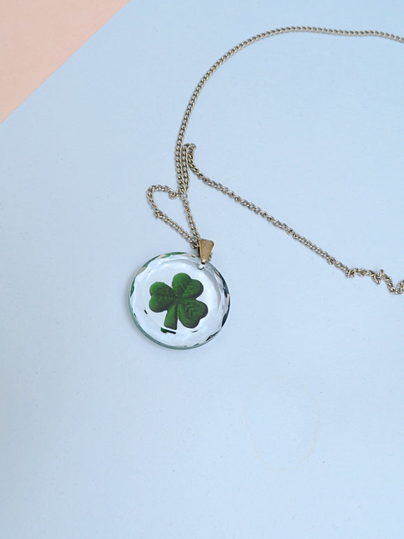 1940s Reverse cut & painted lucky clover glass pendent necklace
