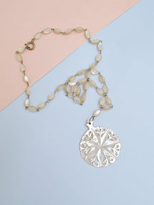The Governess necklace in mother of pearl