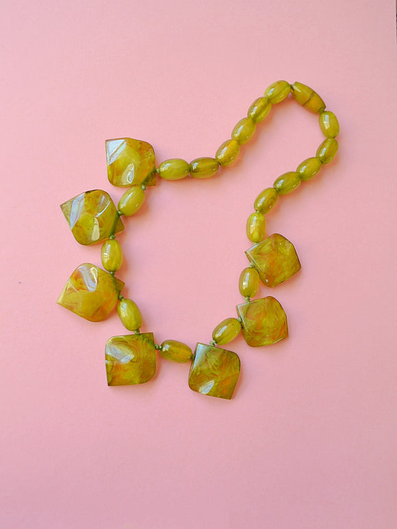1930s Marbled green prystal bakelite carved necklace