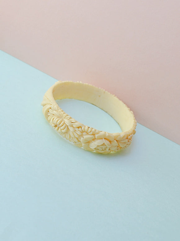 1930s Ivory coloured moulded floral celluloid bangle