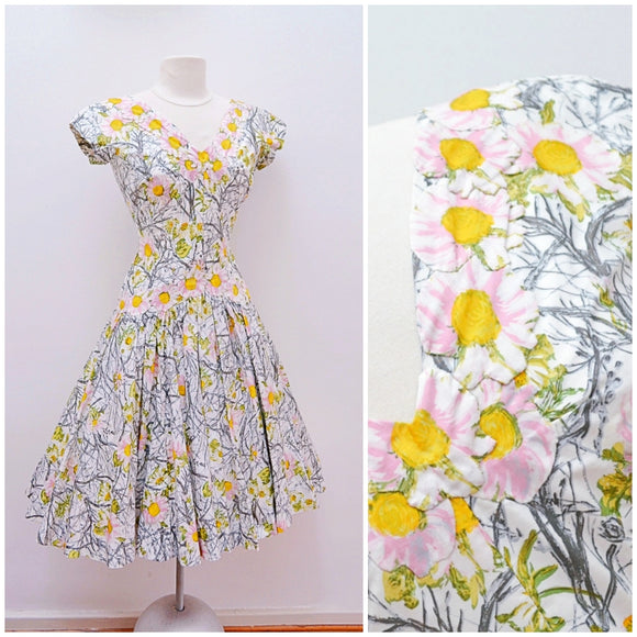 1950s Printed cotton full skirt day dress with floral appliqué - Small medium
