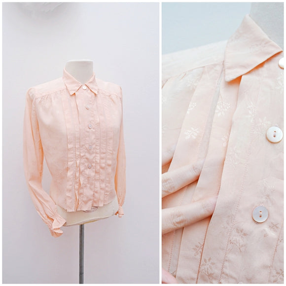 1940s Pastel peach patterned rayon pleated front blouse