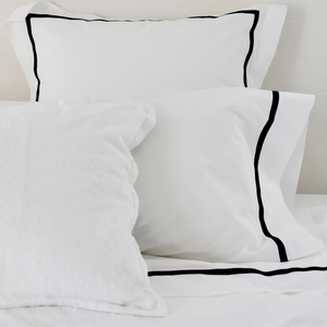 Promo: Bed Linen Set Black with FREE Pillow