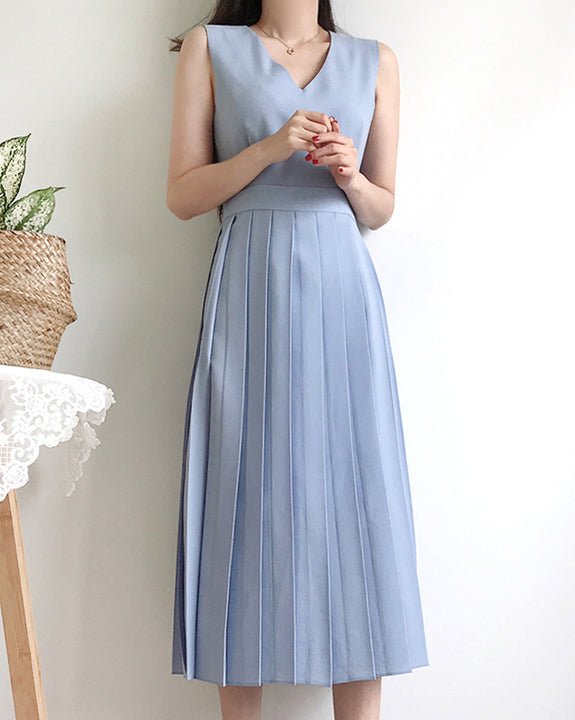 Sleeveless Pleated Dress (6044790718636)