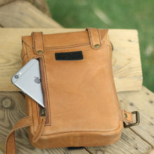 Load image into Gallery viewer, Thigh Bag Vintage Tan