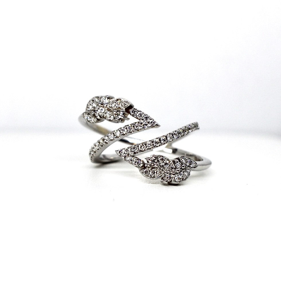 18kt White Gold Diamond Fashion Ring
