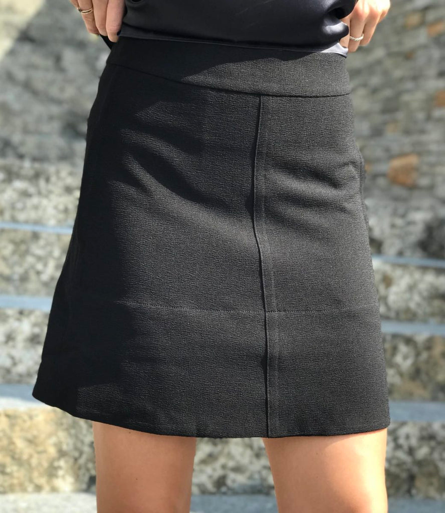 Short flaire skirt