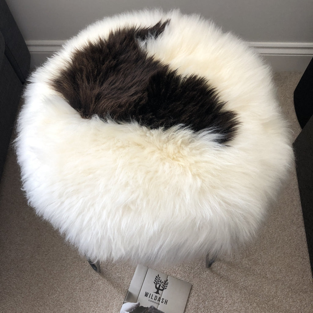 100% Genuine Real Sheepskin Seat Pad British Roundie 35cm White / Dark Browns - Wildash London