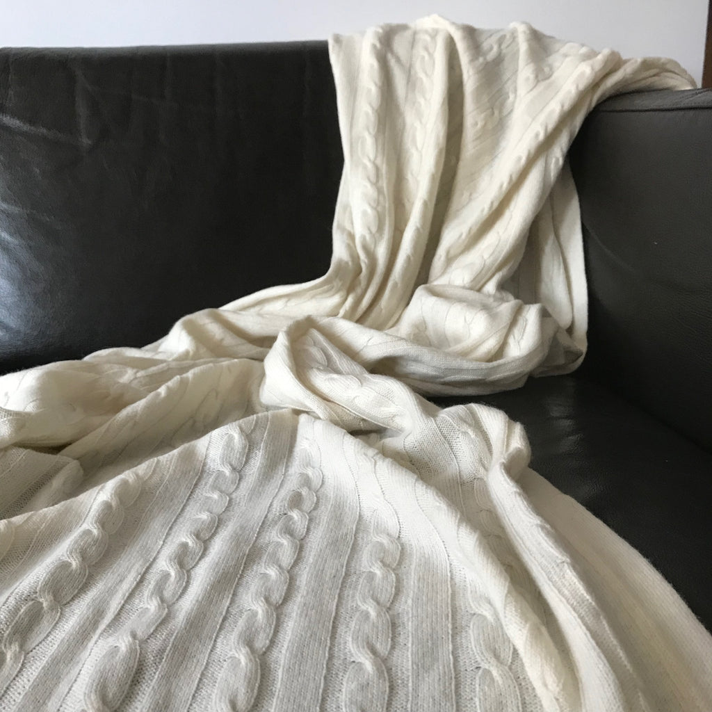 100% Pure Cashmere Throw in Heritage Cable Knit Whipped Cream - Wildash London