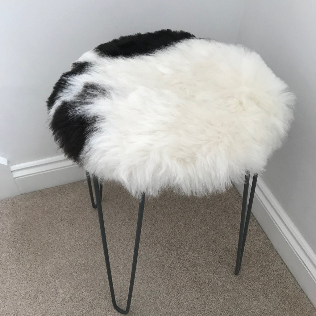 Icelandic Sheepskin Roundie Seat Cover White with Black Shorn 50mm - Wildash London