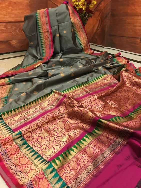 Awesome Bollywood Designer Banarasi Silk  Saree BS7019