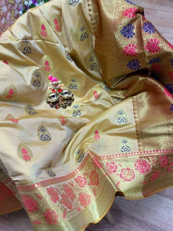 Awesome Bollywood Designer Banarasi Silk  Saree BS7143