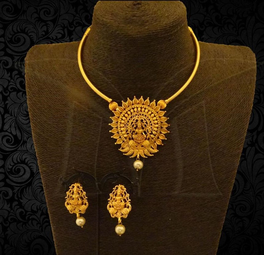 Lakshmi Kanti Model Necklace Set with Earrings Buy Online