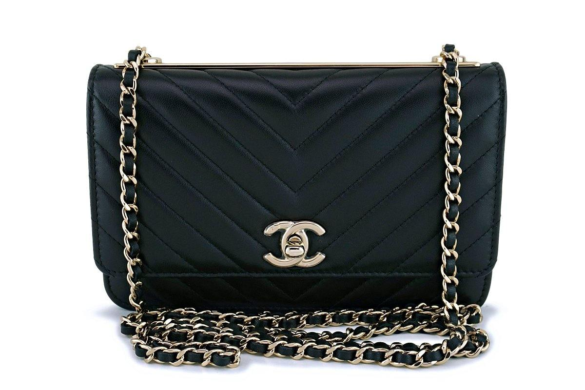bb5a68cea4f0 NIB 19C Chanel Black Chevron Classic Trendy CC Wallet on Chain ...