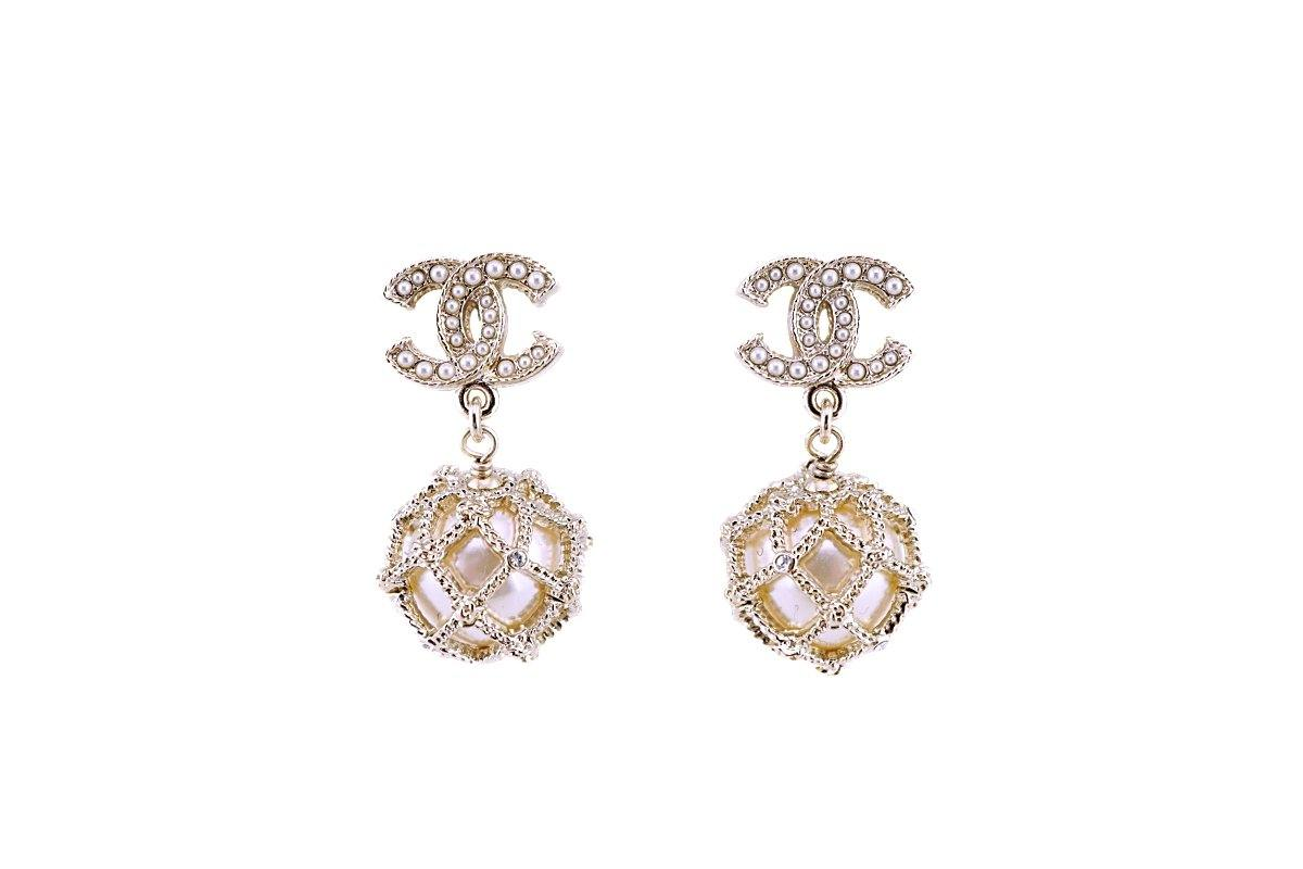 NIB Chanel Pearl Drop Logo Earrings GHW