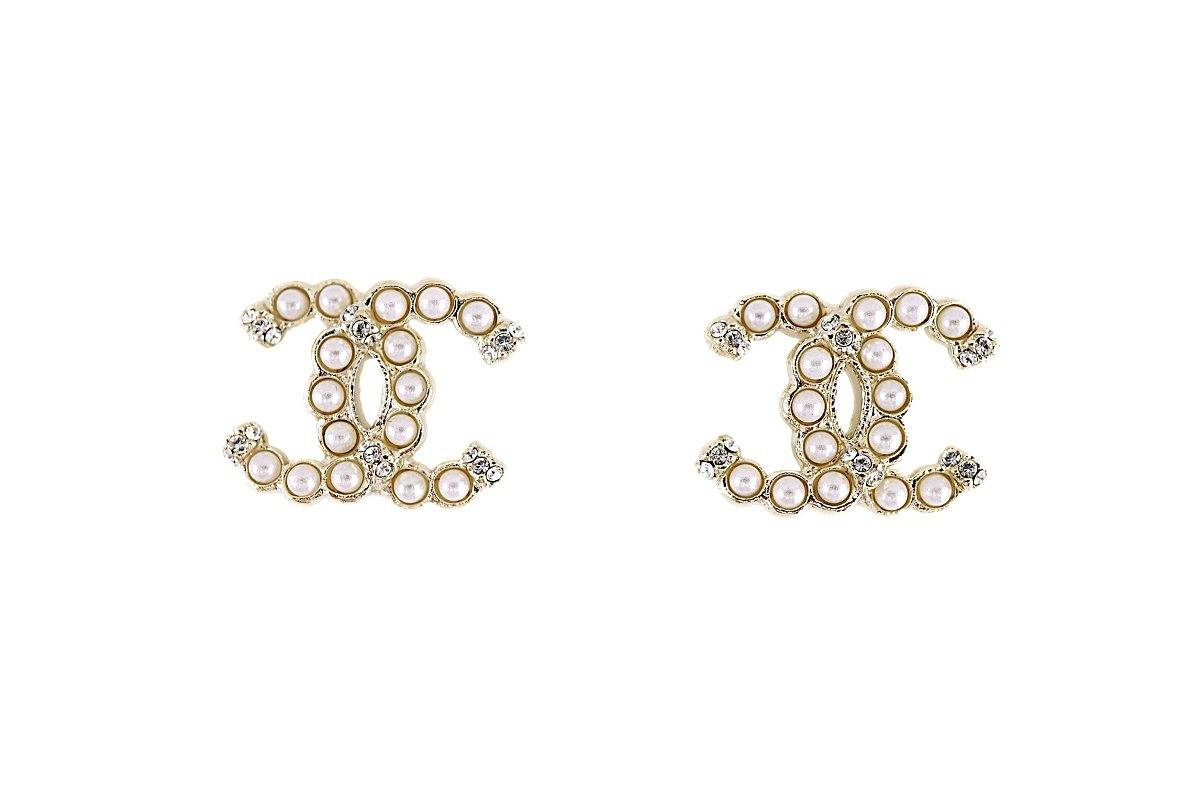 NIB Chanel 19K Pearl Crystal Gold Stud Earrings AB2434