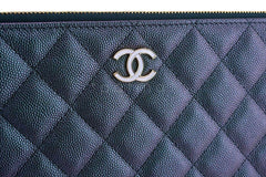 NIB 19S Chanel Iridescent Black Pearly CC Caviar Large O Case Clutch Bag