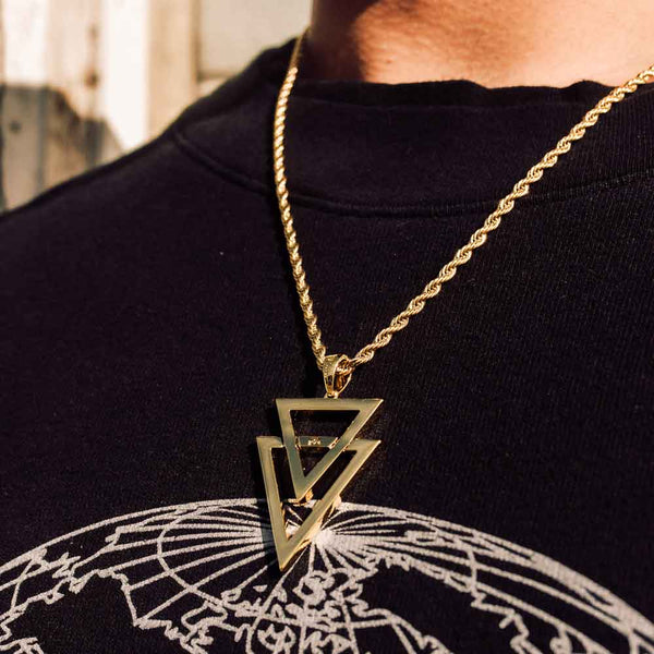 Dual Arrow Gold Necklace Pendant & Rope Gold Chain Gold Gods® lifestyle look