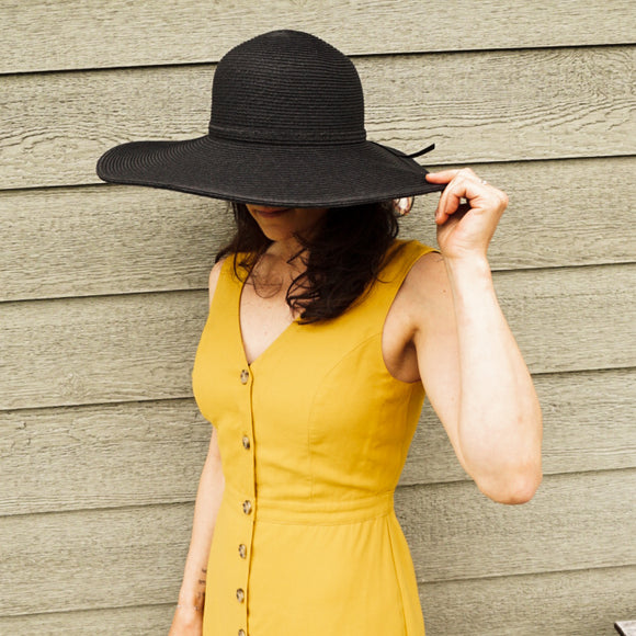 Black sun hat with wide brim
