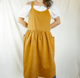 Cross back apron with pockets