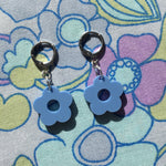 Load image into Gallery viewer, Mini Flower Huggie Hoops - Blue