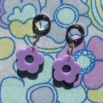 Load image into Gallery viewer, Mini Flower Huggie Hoops - Lilac